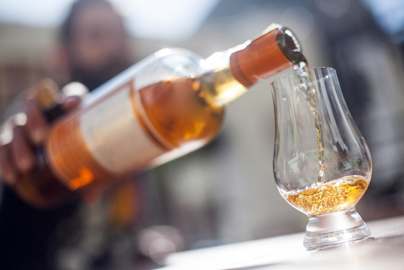 Das Schneekugel-Syndrom: Schwebeteilchen im Whisky
